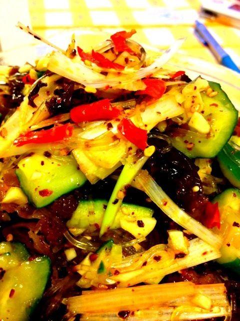 暑い日が続き、きゅうりが主食になってきました^^; - 8件のもぐもぐ - きゅうりきくらげと春雨のピリ辛サラダ by syuu