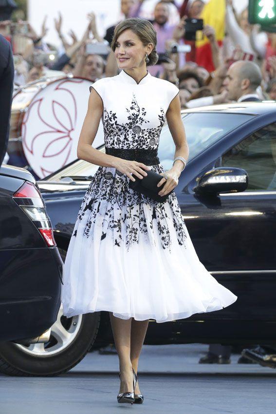 La reina Letizia, con el bordado de inspiración oriental de Felipe Varela que faltaba en su armario