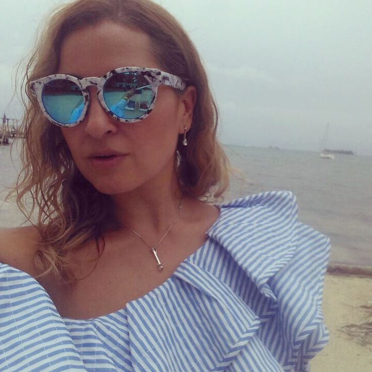Blue ruffled top / one shoulder top by chicwish / blue mirrored sunglasses by Quay / summer