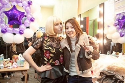 Gummy gives fans a closer look at her new hairstyle + Dara comes for a visit