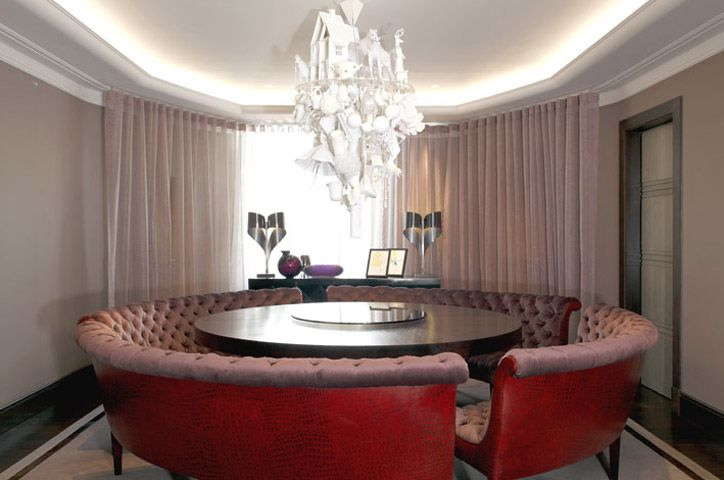 Fabulous circular red leather - love to enjoy coffee after dinner....