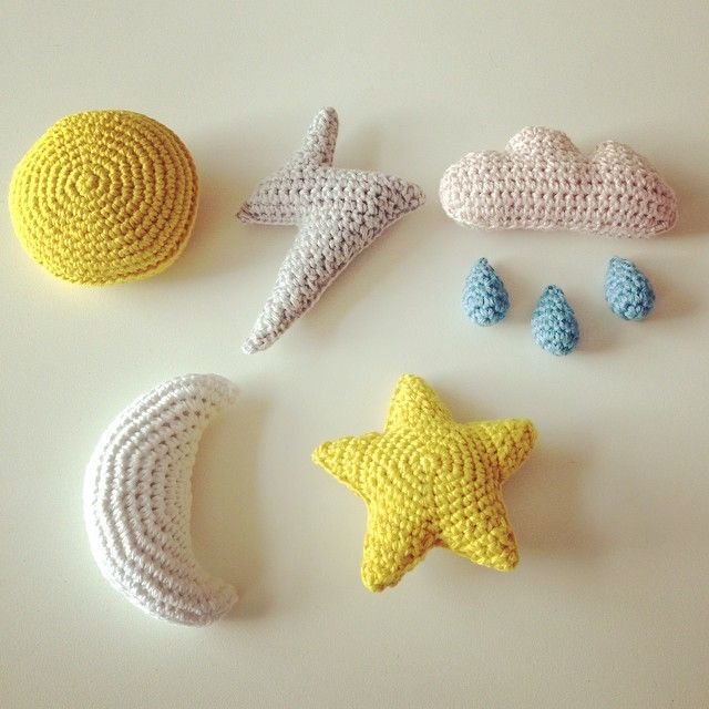 @Jannie Aaen / garnlykke1.blogspot.com made these gorgeous crocheted sky symbols for a baby mobile. Too cute!  #grenediy #sostrenegrene #søstrenegrene – sostrenegrene.com