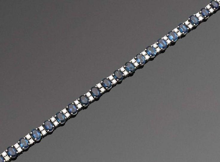 Klassisches Saphir-Armband Weißgold, gest. 18 ct.; Schauseitig besetzt mit insges. 25 tintenblauen — Schmuck