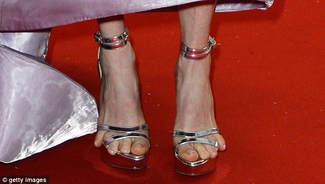 Feet need Moore room? Julianne's tortured toes are on full ...