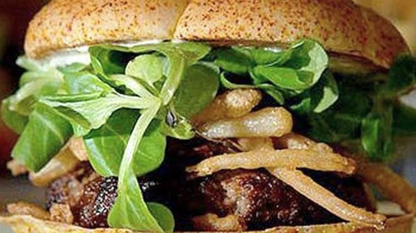 Hamburguesa Gourmet: Expen Food, White Truffles, Onions Straws, Expen Burgers, White Wine, Fast Food, Most Expensive, Burgers King, Wagyu Beef