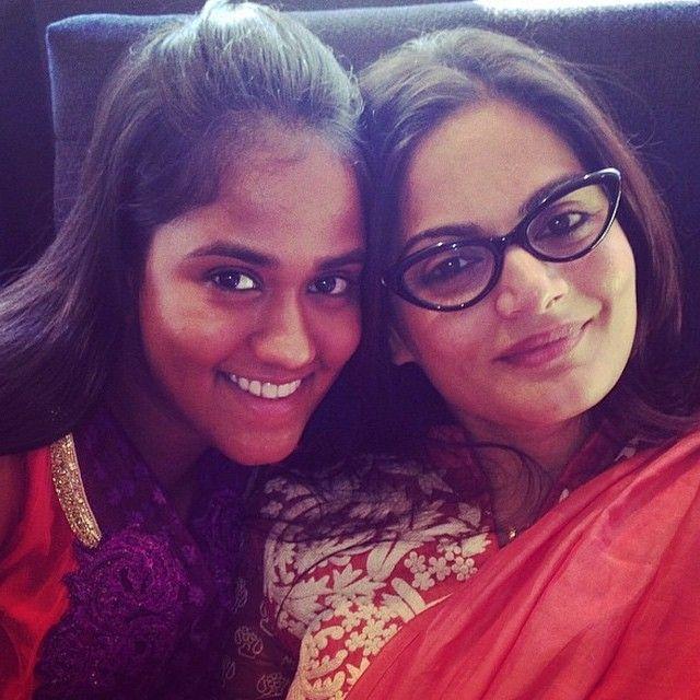 خوات سلمان خان ألڤيرا وهي اخته الحقيقية Alviera Khan والصغيرة أربيتا اخته بالتبني راح تتزوج قريب من أيوش شارما Arbita Khan ألڤيرا Bollywood Fashion Bangs