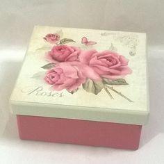 Caixa 14x14 com divisórias. Tinta pva cintilante Corfix porcelana e rosa antigo. Papel scrapbooking Litoarte SDSXV 072