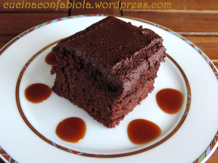 Wacky Cake ovvero Torta Strana Torta senza uova, burro e latte con Glassa al cioccolato pronta in 45 sec http://cucinaconfabiola.wordpress.com/2014/07/17/wacky-cake-ovvero-torta-strana/#more-1003