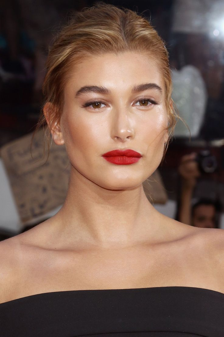 Who: Hailey Baldwin What: Bronze Glow How-To: Trying to fight NYC humidity is a losing battle; on hot nights, embrace dewy, glowy skin and lids like the model did. After sculpting with cream bronzer, tap gold illuminator along the tops of your cheekbones, down the bridge of your nose, across the brow bones and on your Cupid's bow, then add a wash of sheer, shimmery taupe shadow.