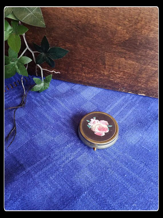 Vintage 60's pink roses pill box