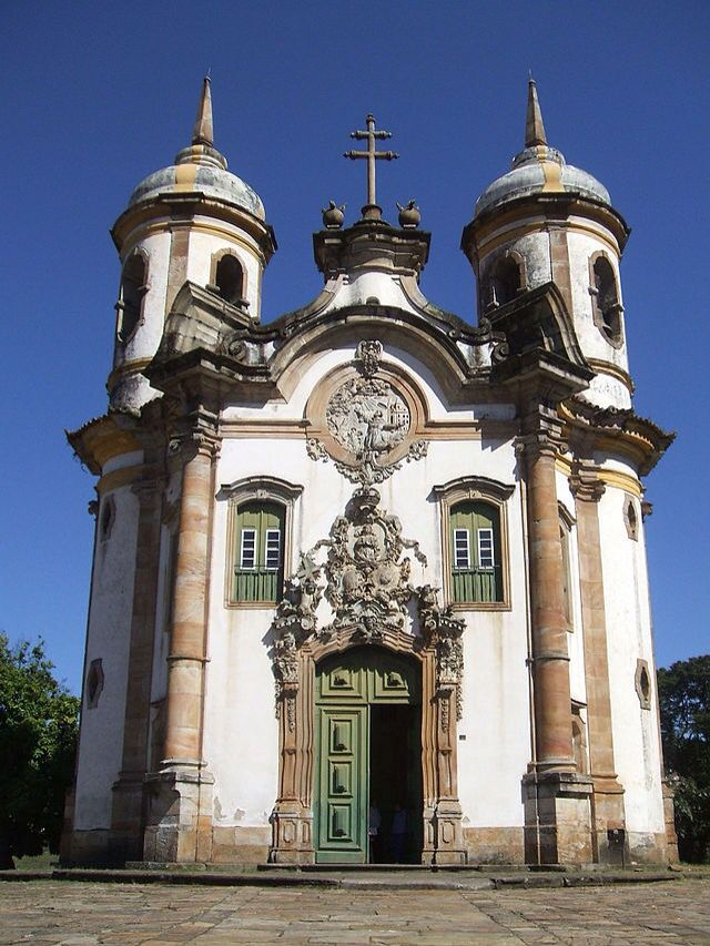Португальское рококо: церковь Франциска Ассизского в Оуру-Прету работы Алейжадинью. Арх. стиль: рококо