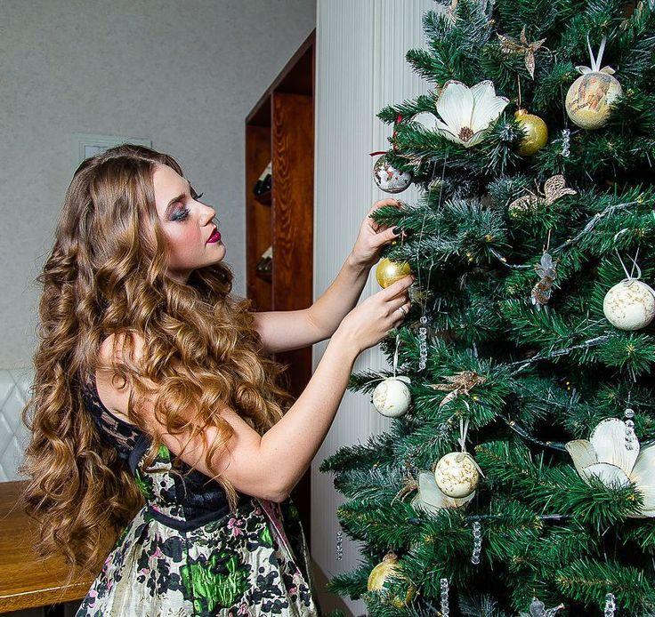 Ну что пора убирать ёлочку   На фото: @alin_max  Макияж укладка от @alice.beauty.style  #seiryk #elenaseiryk #семейныйфотограф  #Украина #Измаил #Одесса #Izmail #Ukraine #Odessa #personalphotographer #photosession #photoshoot #portrait #beautifulmodel #prettywoman #prettygirl #young #pretty #beautiful #wonderful #christmas #christmastree #makeup #hairstyle #curls #beauty #портрет #рождество #ilovemyjob #lovelyjob