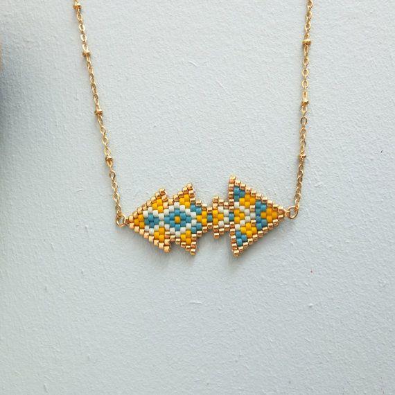 Original © et entièrement tissé à laiguille en perles de verre japonaises = délicas Miyuki, ce collier est une pièce de charme et tendance.  Modèle de style ethnique, dessiné par mes soins, cest un bijou léger et raffiné qui vous habillera avec beaucoup d'élégance.  ➜OPTIONS  ⤇ couleurs ❶* turquoise, rouge marine et or ❷* Indigo, pêche mint et or ❸* turquoise, bleu métallique, mint et or ❹*jaune, bleu, mint et or  ⤇ taille ❶* 40 cm = petit ❷* 45 cm = moyen ❸* 50 cm =grand  ✄ Personnalisable…
