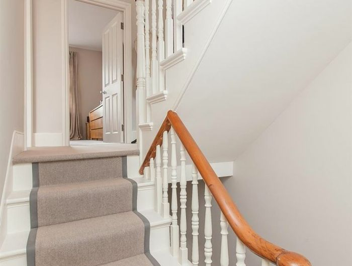 les 25 meilleures id es de la cat gorie escalier tapis sur pinterest balustrades en fer tapis. Black Bedroom Furniture Sets. Home Design Ideas