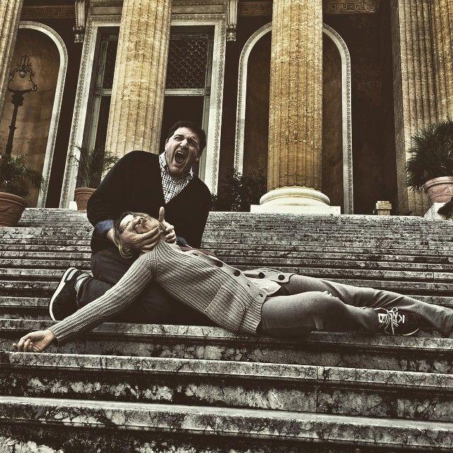 Реконструкция фильма Godfather  на ступенях того самого оперного театра в Палермо. Специальный подарок для тех моих милых подписчиков,кто мне не забывает систематически писать #шобтысдохлатварь и #валиотсюдова  с вами был #клублюбителейчерногоюмора  #неунываем #belonikaandchefs