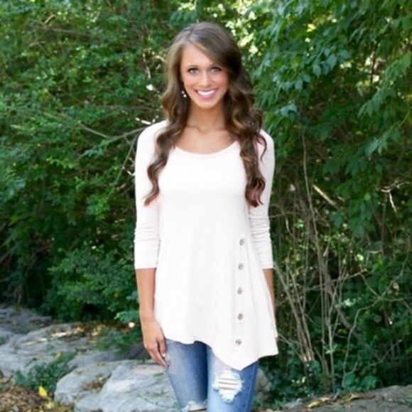 ⚡️LAST ONE⚡️White Tunic with Buttons Size : XL Boutique Tops