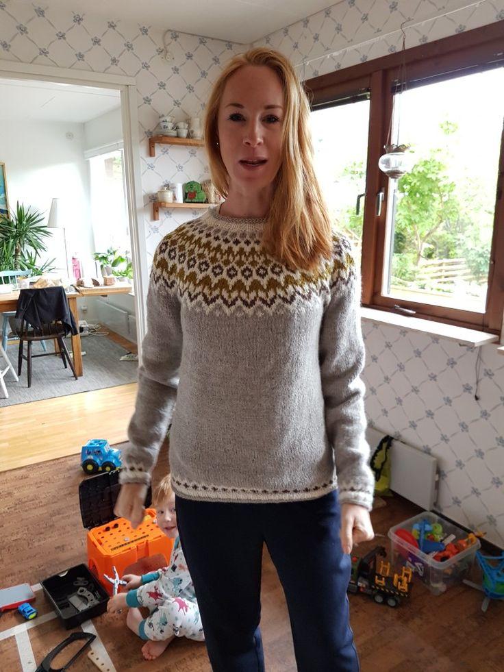 Sara snodde tröjan från Arvid. Herr large.