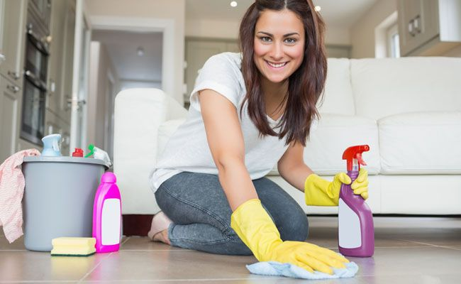 Tem dúvida na hora de limpar porcelanato? Confira aqui o passo a passo simples para uma limpeza completa no material.