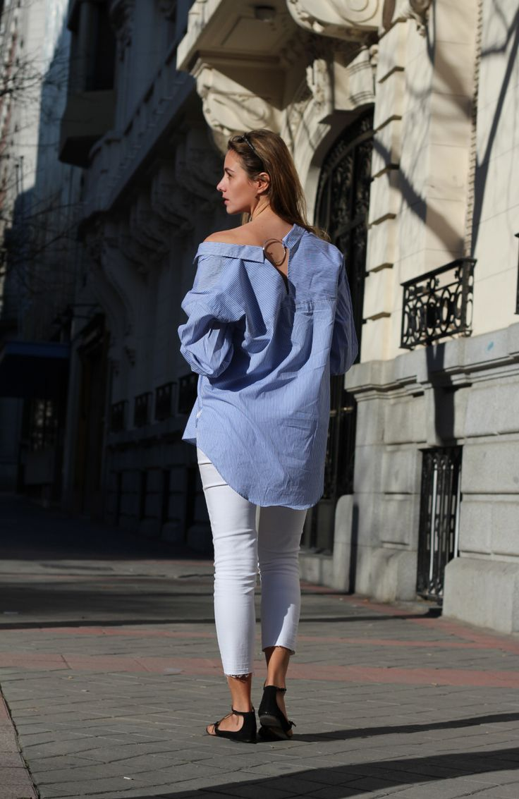 Camisa oversize y jeans Zara. Bailarinas Stradivarius