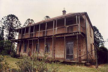 Bella Vista Farm homestead front view 2003 before restoration