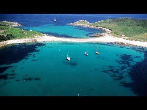 Die Inseln der Queen – Scilly Islands Mitten im Golfstrom, fast 50 Kilometer südwestlich von Land's End, dem südlichsten Ort Großbritanniens, liegen die Isles of Scilly: 140 zum Teil winzige Inseln, von denen nur fünf bewohnt sind. Türkisblaues Meer, traumhafte Naturlandschaften und... - #Arte, #Doku, #Geschichte, #Queen  http://www.dokuhouse.de/die-inseln-der-queen-scilly-islands/