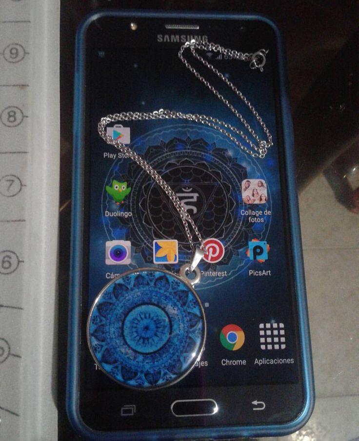 Siii si… me encanta el azul!!  Diseñadora: @mariayg91 #DirettaAccesorios #accesorios #azul #blue #darkblue #dark #cell #cellphone #quintochakra #mantra #namaste #j7 #vishuddha #celular #collar #personal #resin #beauty #cartagena #colombia...