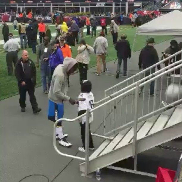 Chargers DE Chris McCain posts a video of a Patriots security guard attempting to stop his weekly tradition of walking the stadium with a child from the stands including grabbing the child and taking a field pass away from him which Chris had personally given him.  http://ift.tt/2gUBAKZ Submitted October 29 2017 at 08:23PM by A_Livins via reddit http://ift.tt/2hlcl1h