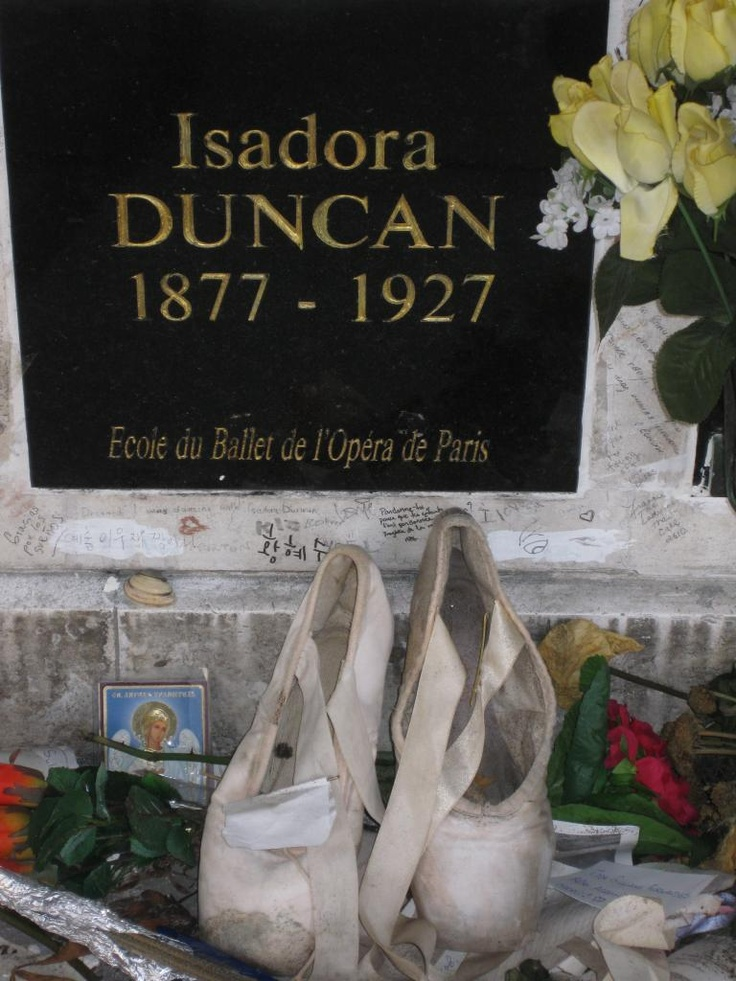 Isadora Duncan's grave, Pere Lachaise, Paris. A pair of dancing shoes has been left as a tribute.