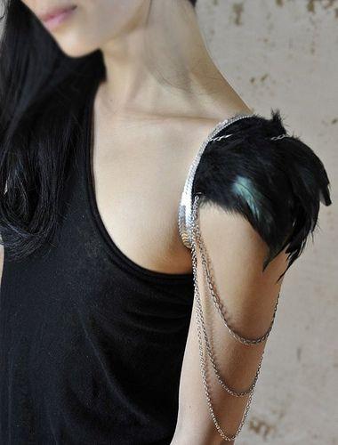 shoulder harness, feather shoulder cap, chain