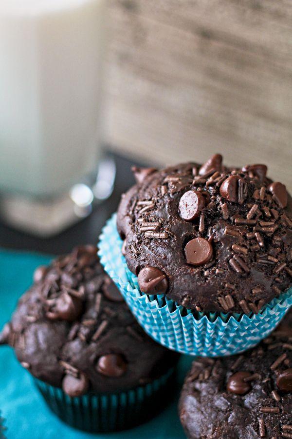 Chocolate Overload Muffins Recipe on { lilluna.com } So delicious and…