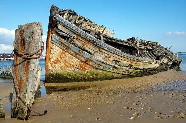 Plouhinec cimetière à bateau du Magouër épave piquet