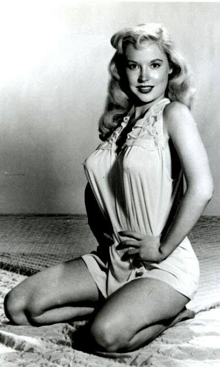 Betty Brosmer very perky pinup 1950s http://ift.tt/2AwvzsT