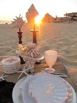 Beach table setting. Pink and white.