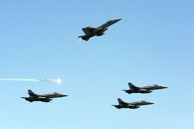 Official_U.S._Navy_missing-man-formation