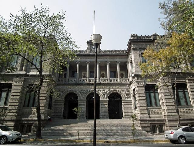 Museo de Geología de la UNAM, Colonia Santa María la Ribera, Ciudad de México (2010) by Gustavo Thomas, via Flickr