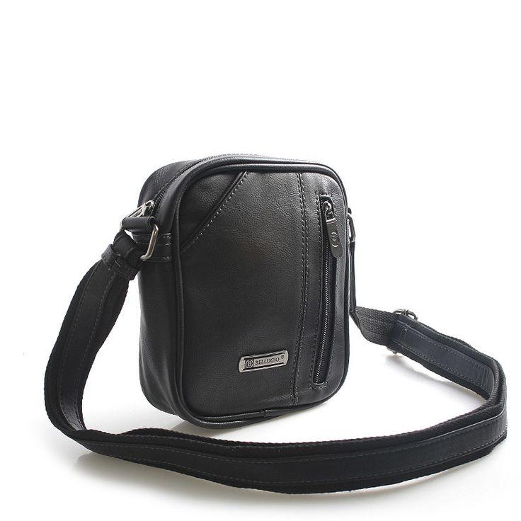 Černá menší stylová pánská kabelka přes rameno Bellugio s dlouhým popruhem, až 167 cm. Hlavní kapsa je na zip, uvnitř kapsa na mobil a kapsa na zip. Taška má další kapsičky zepředu a zezadu. Je vhodná pro nošení nejdůležitějších příručních věcí jako je mobil, peněženka, klíče, dokladovka.... Je vyrobena z kvalitní koženky.