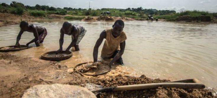 Пастор христианской церкви Эммануэль Момохом нашел в районе Коно на востоке Сьерра-Леоне один из крупнейших алмазов в истории, сообщает ВВС. Вес неограненного кам�…