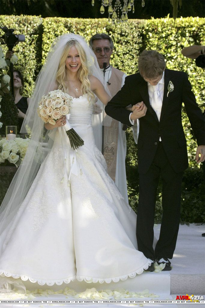 Find This Pin And More On Avril Lavigne S Wedding By Davis09g