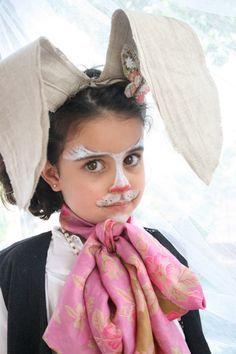 Disfraz de Liebre de Marzo - niet gebreid, maar heel schattig. De Maartse Haas van Alice in WOnderland.