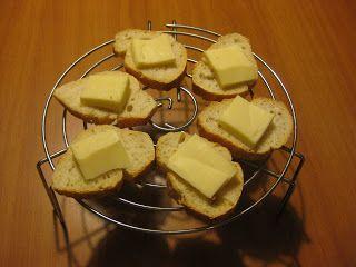 Lo Sfizio Goloso: Crostini con Asiago e funghi e crostini con Lardo ...