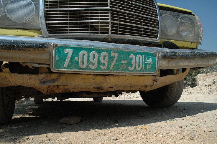 Plaque d'immatriculation d'un véhicule palestinien de Cisjordanie // West Bank license plate ◆Cisjordanie — Wikipédia http://fr.wikipedia.org/wiki/Cisjordanie #West_Bank