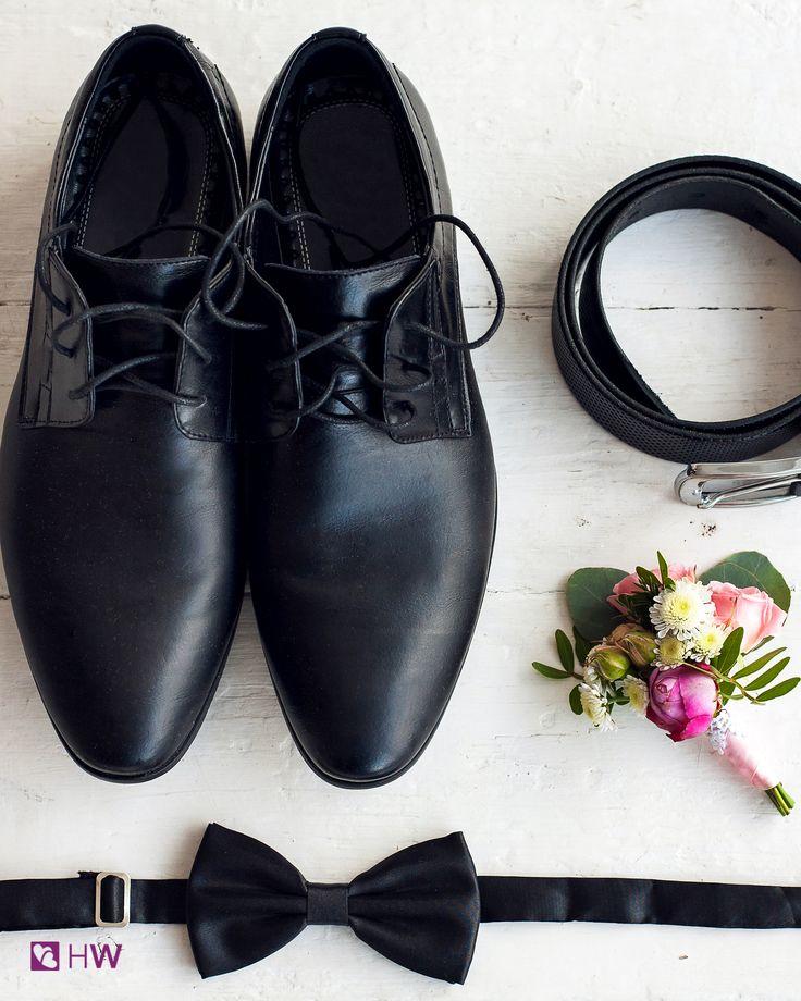 Futuro sposo, devi scegliere gli accessori per il tuo abito? Dai uno sguardo alle proposte degli atelier su HappyWedding!