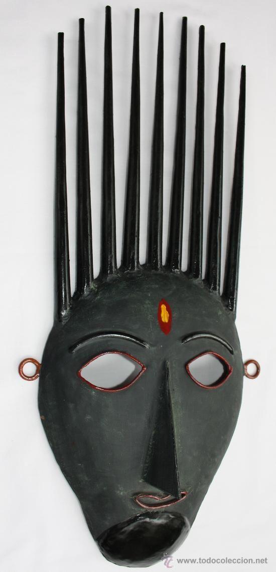 Mascara africana Bambara - talla de metal.   Los Bambara viven en extensas zonas del centro y sur de Malí. Pertenecen al gran grupo de los Mandé, al igual que los Soninké y los Malinké.