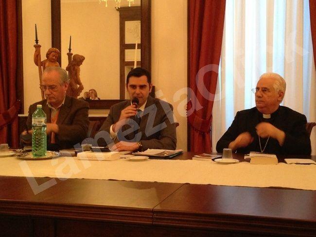 """Alessandro Gisotti di Radio Vaticana a Lamezia: """"Francesco e la cultura dell'incontro""""… fiaccola che passa di mano in mano"""