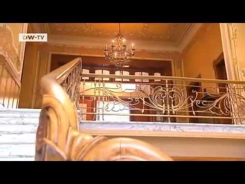 Der Brüsseler Stadtteil Ixelles ist besonders bei Liebhabern des Jugendstils bekannt. Hier stehen einige der schönsten Häuser dieser Epoche, wie das Haus von Michel Gilbert, der in einem Stadthaus des Architekten Victor Horta wohnt. Jugendstil-Fan Michel Gilbert hat sich mit diesem Haus einen Traum erfüllt. Mit Hilfe von Experten aus ganz Belgie...