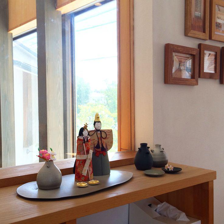 尾張旭市の工務店、木の香の家さんの秋祭りに出店しています!小さなお雛様たちと常滑焼の展示、木目込みワークショップを行っています。  2日間台風で出れなかった方、お待ちしています。    #お雛様 #雛人形   #大西人形 #幸一光   #木目込み人形   #常滑焼 #器   #ともの世界   #丁寧な暮らし #木の香の家   #culture #japaneseculture   #hinamatsuri #tokonameyaki   #lovejapan
