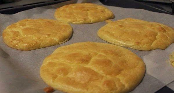 Někteří lidé nesnesou jíst jídlo bez chleba. Chléb je totiž ideálním doplňkem, který se mimo jiné vyznačuje i velkým množstvím sacharidů.