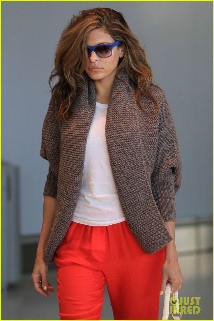 Ryan Gosling  Eva Mendes: Toronto Take Off! | ryan gosling eva mendes canada airport 02 - Photo
