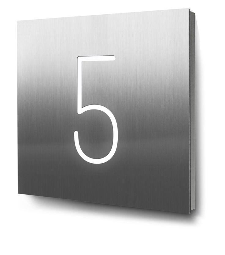 Hausnummer 5 beleuchtet in Edelstahl