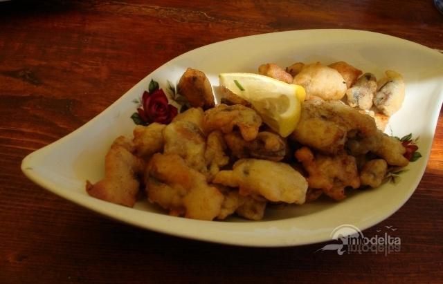 Midii pane.  Reteta aici: http://www.info-delta.ro/retete-culinare-31/reteta/midii-pane-171.html